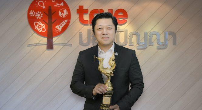 Ceo CP รับรางวัล คนไทยตัวอย่าง จากรายการ 'สามเณรปลูกปัญญาธรรม'